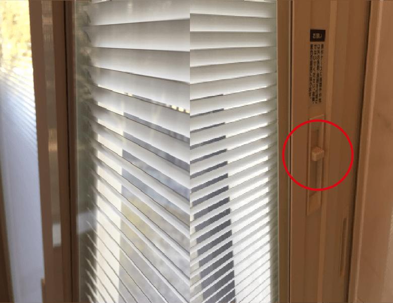 小さなブラインドの羽根がガラス内にありレバーを上下でガラス内のブラインドが開閉